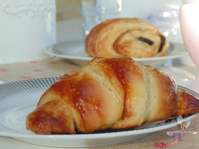 petits pains au chocolat ou chocolatines au robot yumelise recettes de cuisine. Black Bedroom Furniture Sets. Home Design Ideas
