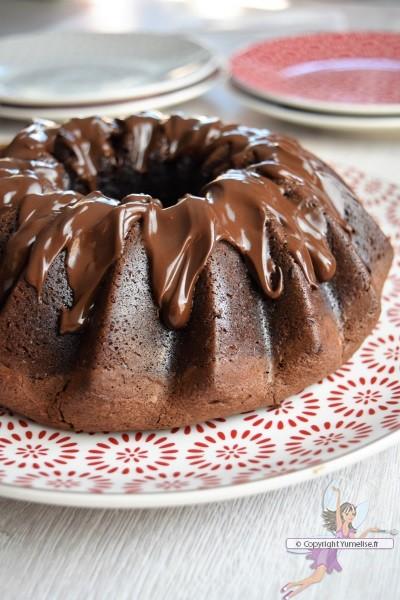 bundt cake chocolat et noisettes avec glaçage