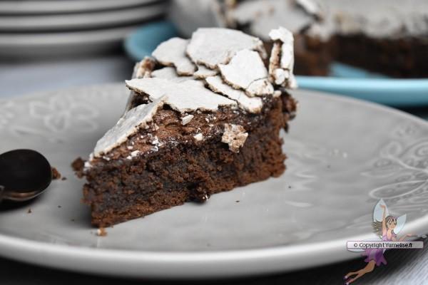 part de gâteau au chocolat meringué