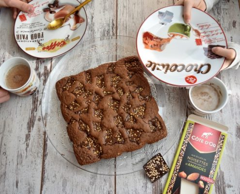 brownie aux éclats de noisettes caramélisées et d'amandes