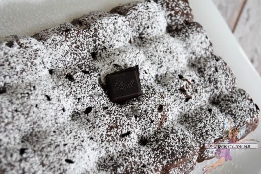 gâteau avec le chocolat Lindt intense