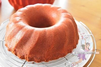 7 Up pound Cake avant glaçage, sur volette