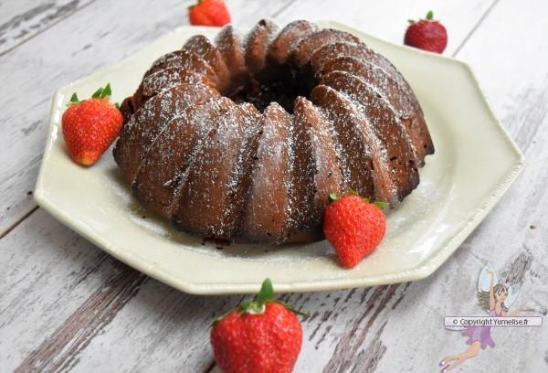 bundt cake aux 2 chocolats Côte d'Or et fraises