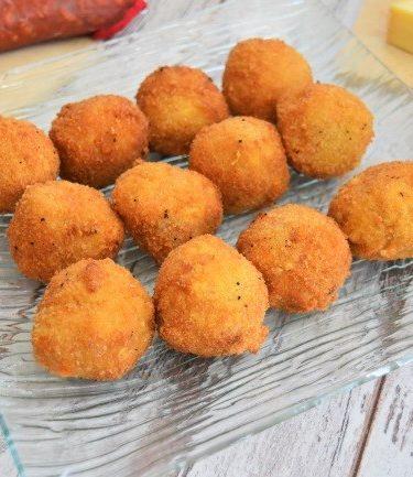 croquetas au chorizo et fromage cuites en friture