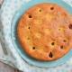 gâteau à la compote de rhubarbe et framboises cuit