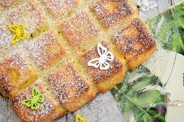 gâteau flan à la rhubarbe et sucre glace