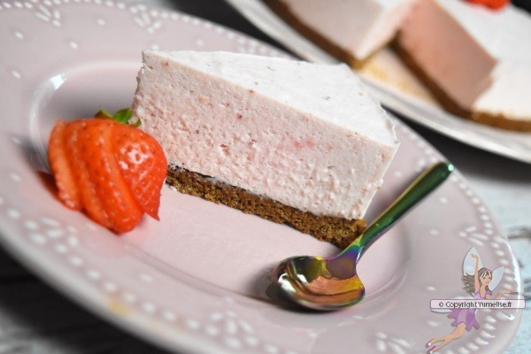 part du croquant fraise praliné (mousse de fraise sur croustillant praliné)