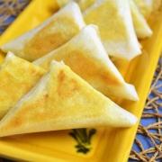 samoussas saumon fumé, fromage et curry
