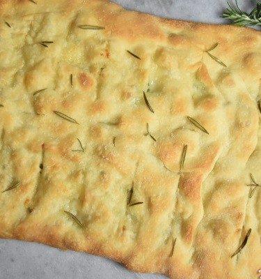 grande fougasse mozzarella, ciboulette, romarin