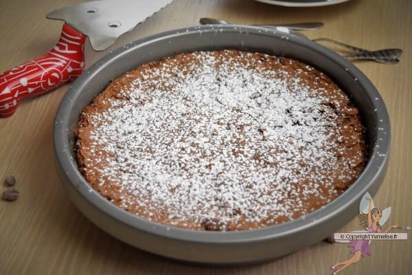 gâteau chocolat cuit et sucre glace