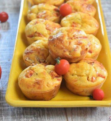 muffins à la tomate et aux lardons cuits