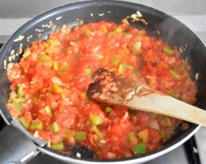 oignon, ail, poivron vert, tomates