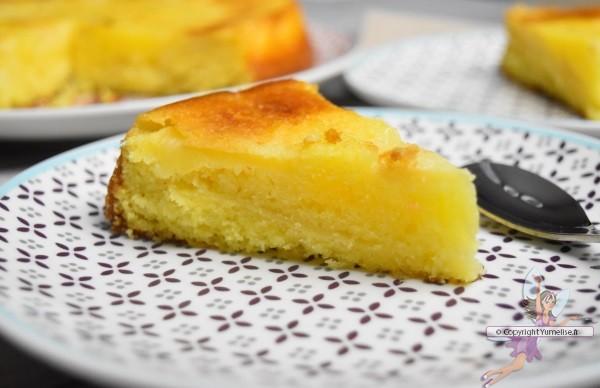 part de gâteau yaourt, pommes et amande