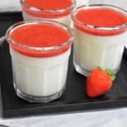 panna cotta et coulis de fraises