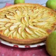 tarte aux pommes, chocolat et amande cuite