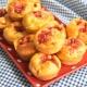 mini cakes knacki, gouda, ketchup