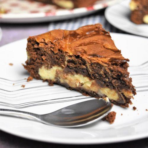 part de gâteau au chocolat et Philadelphia