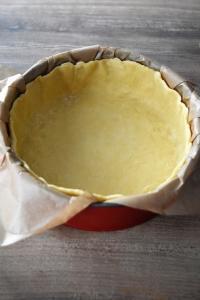 moule foncé avec la pâte