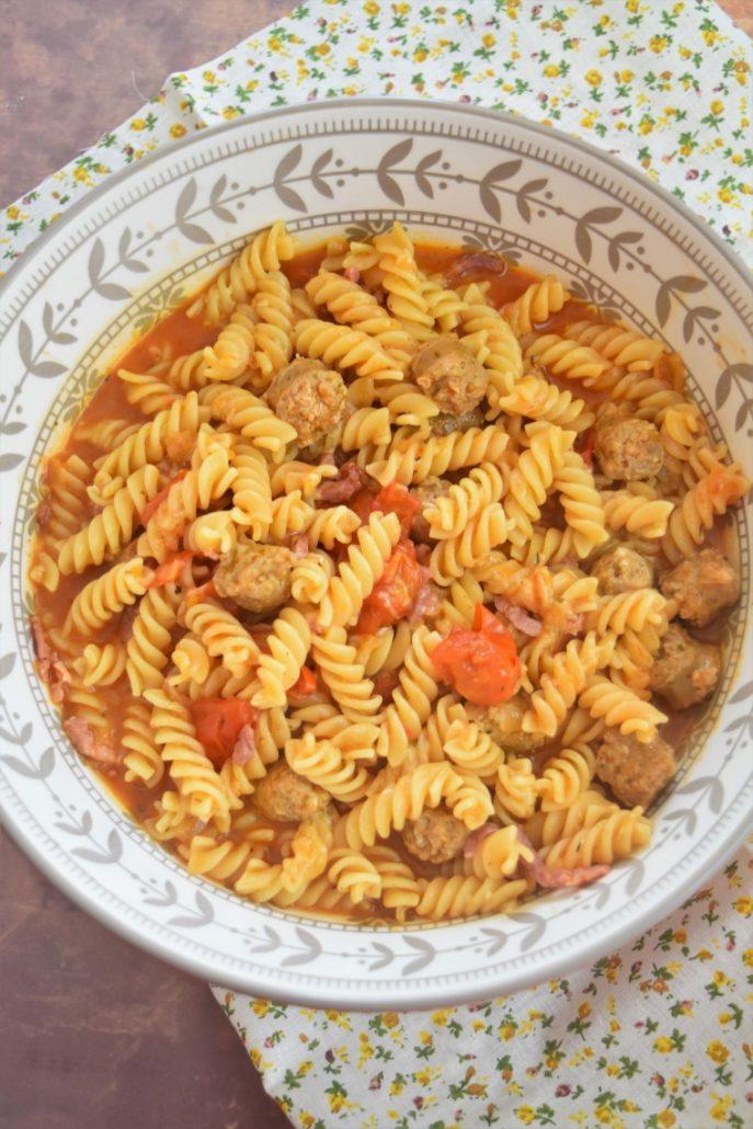 Pâtes aux saucisses et tomates cerise