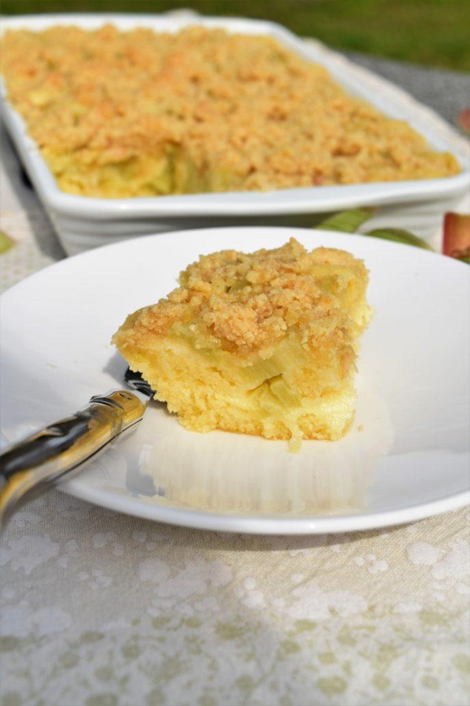 Part de crumb cake à la rhubarbe