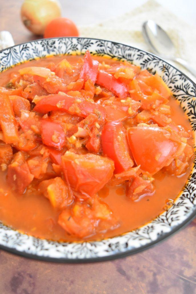 Poivrons rouges, tomates et oignons
