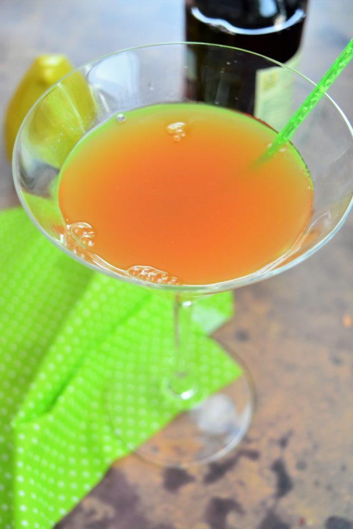 cocktail au rhum, fruits de la passion ananas