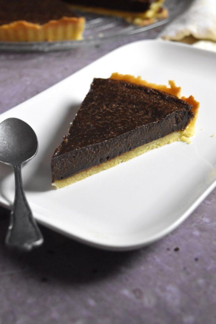 Part de tarte fondante au chocolat