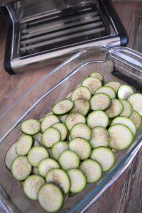 Préparation gratin d'aubergine et courgette