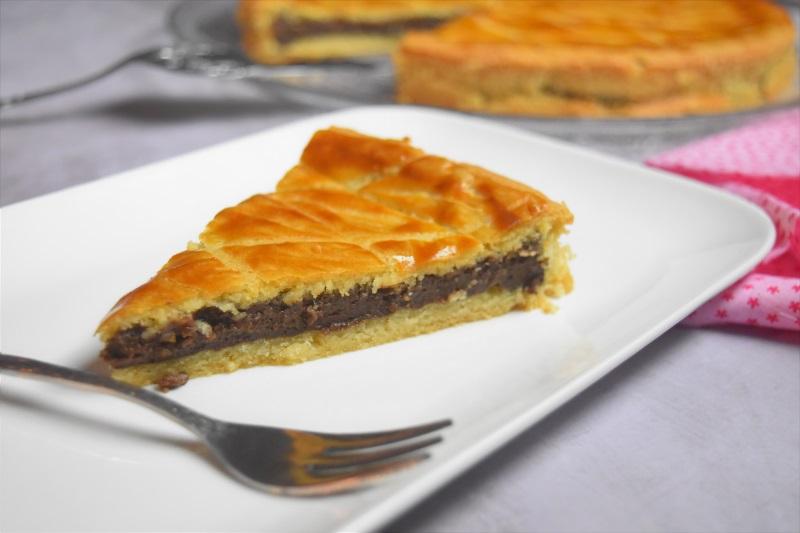 Part de gâteau basque au chocolat