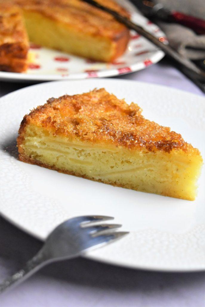 Part de gâteau aux pommes et au yaourt