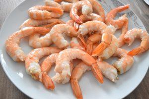 Décortiquer les crevettes pour beignets