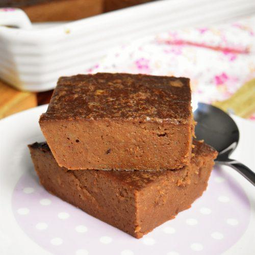 Pudding au chocolat avec pain rassi et jaunes d'oeufs