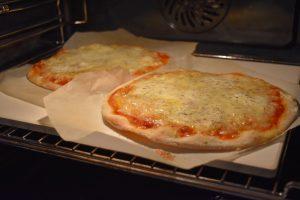 Cuire une pizza sur pierre