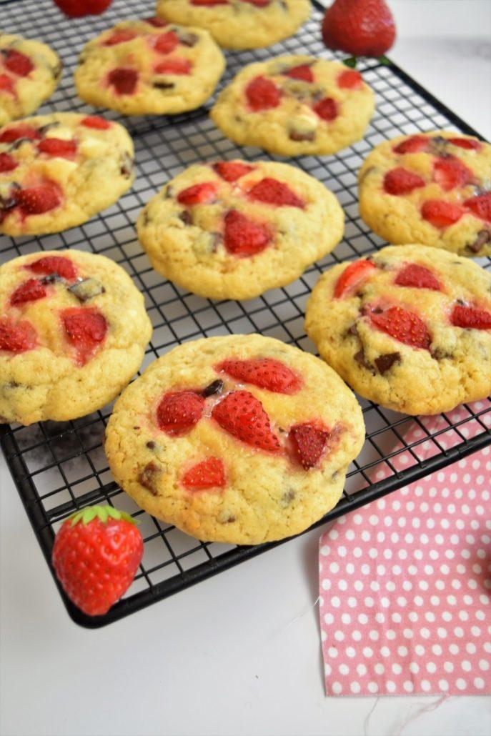 Cookies à la fraises et pépites 3 chocolats