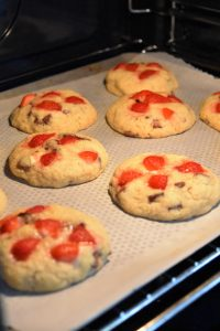 Cuisson des cookies aux fraises