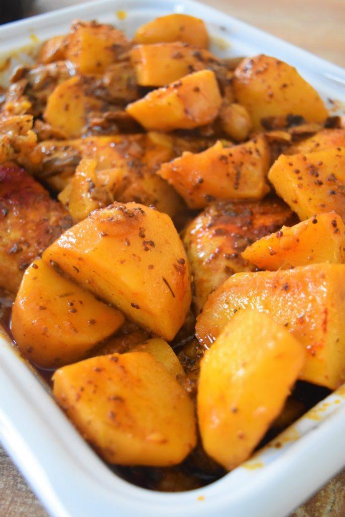 Poulet moutarde, paprika, pommes de terre, champignons