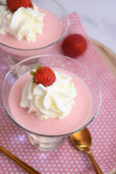 Mousse à la fraise et chantilly