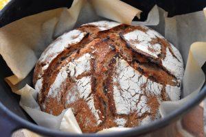 Pain seigle et blé cuit en cocotte