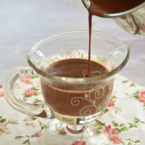 Sauce au chocolat pour napper glaces, gaufres, crêpes