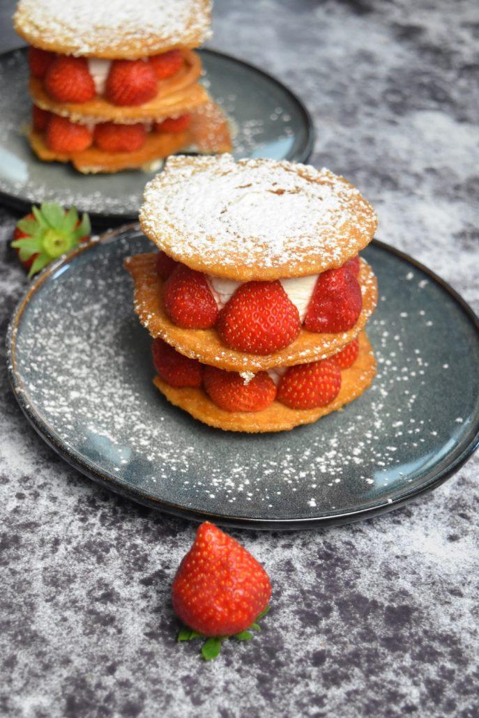 Mille feuille individuel aux fraises et chantilly