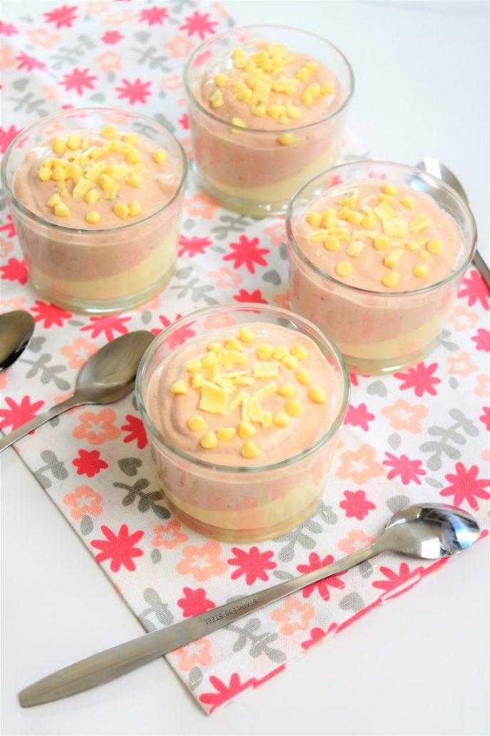 mousse au chocolat blanc et mousse à la confiture de fraise