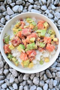 Poke bowl riz saumon avocat