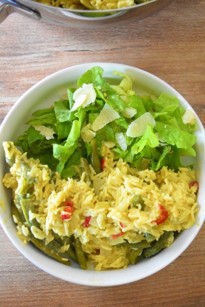 Riz au lait de coco, curry, piment et haricots verts