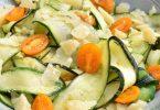 Tagliatelles de courgettes aux tomates, basilic, parmesan