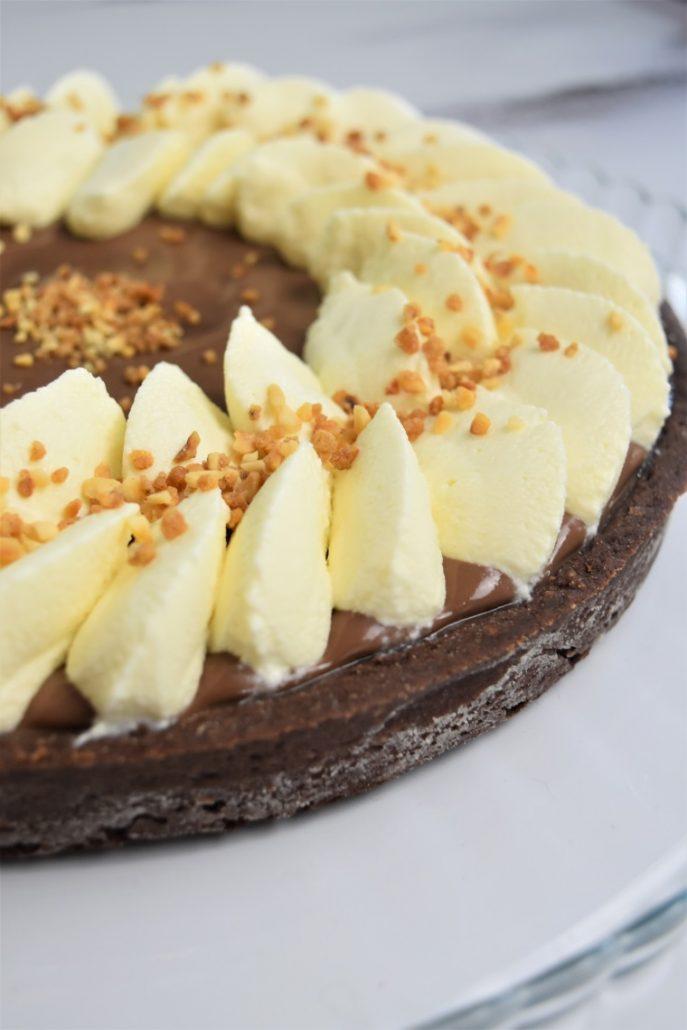 Tarte aux chocolats, ganache montée chocolat blanc, et caramel beurre salé