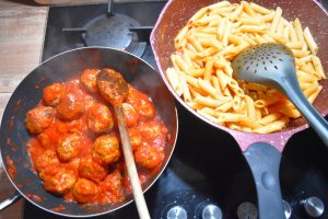 Boulettes sauce tomate basilic et pâtes