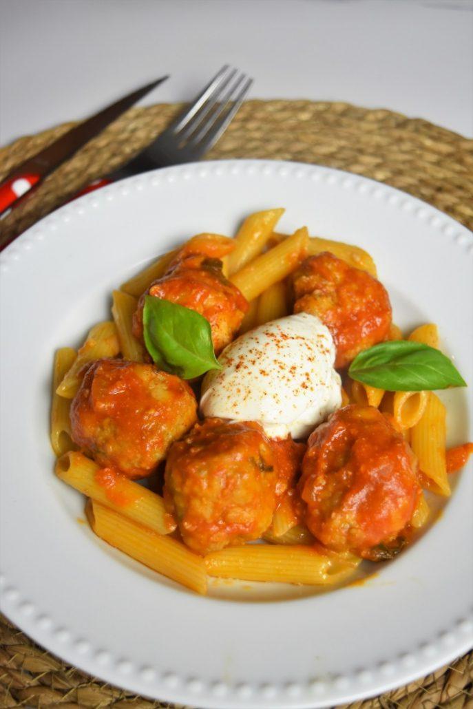 Boulettes de viande sauce tomate et penne