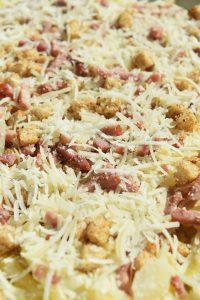 Gratin de macaronis croustillant au parmesan fraichement râpé