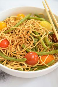 Nouilles chinoises et légumes au wok