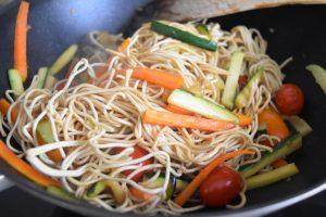 Nouilles chinoise ssautées aux légumes